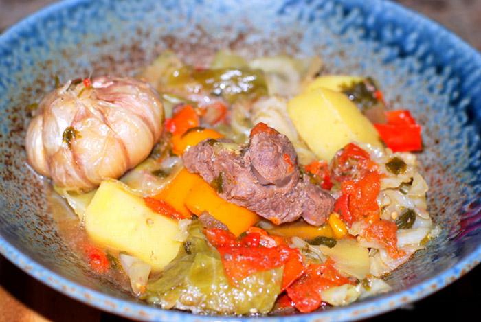 Как вкусно приготовить салат из морской капусты