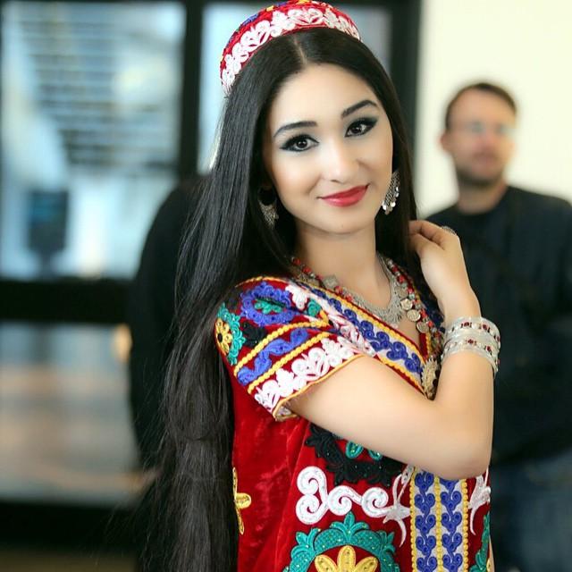 Нацианалная таджикская платия