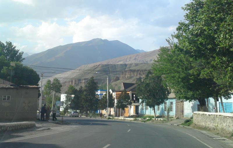 Центральная дорога р. Айни