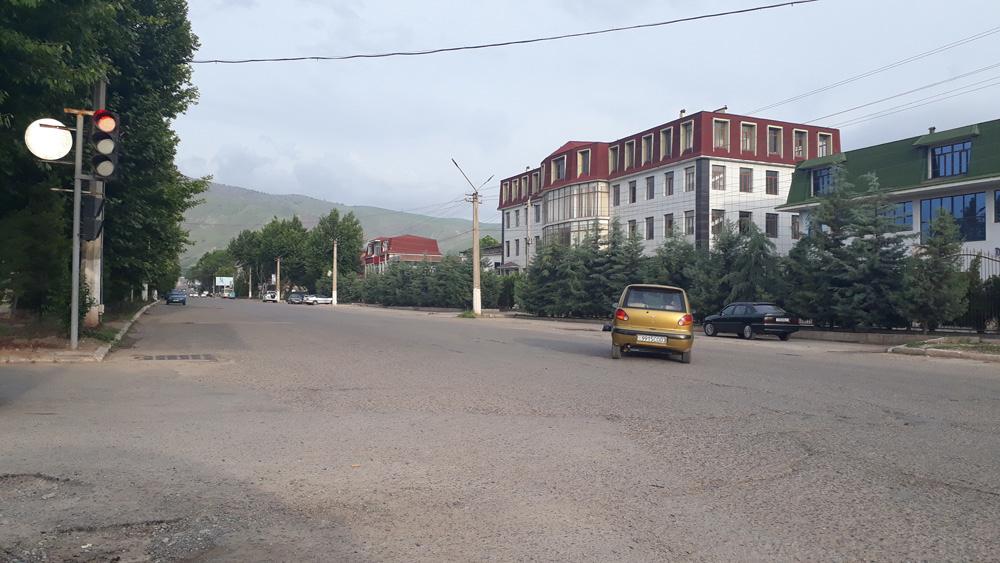Центральная улица г Яван (Административная)