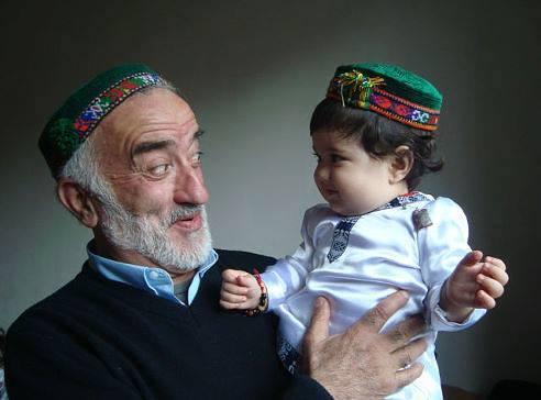 Дед и внук таджики