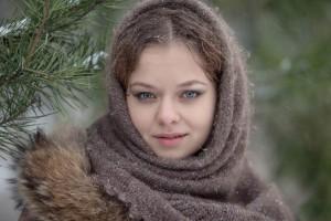 Русская девушка под Елкой
