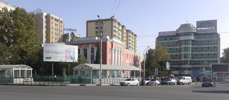 """Здание """"Садбарг"""" в столице Таджикистана"""