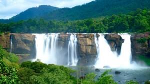 Водопад Атирапилли в Индии