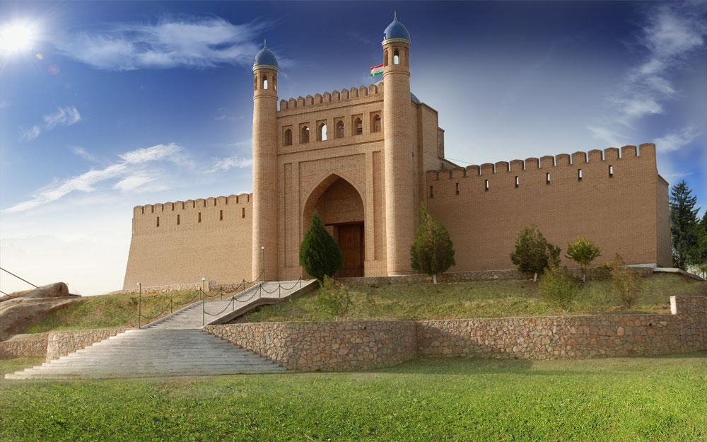 Фото города Истаравшан в Таджикистане (Замок Муг)