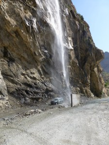 Водопад по дороге в город Хорог