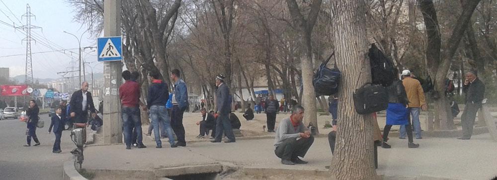 Душанбе, 82 микрорайон, рынок труда (прямо на улице)