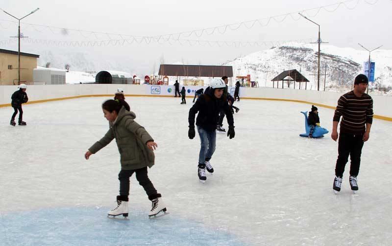 Коньки по льду   в Сафеддара