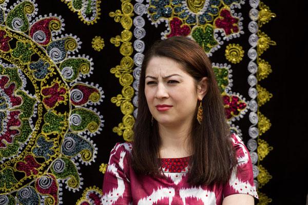 Фото таджички с взором на людей