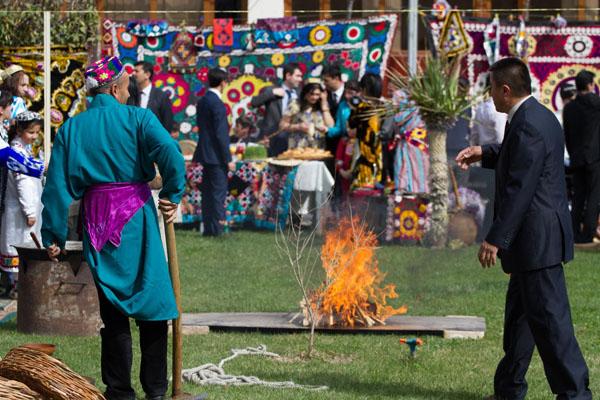 Фото таджика желающий наслаждатся огнем