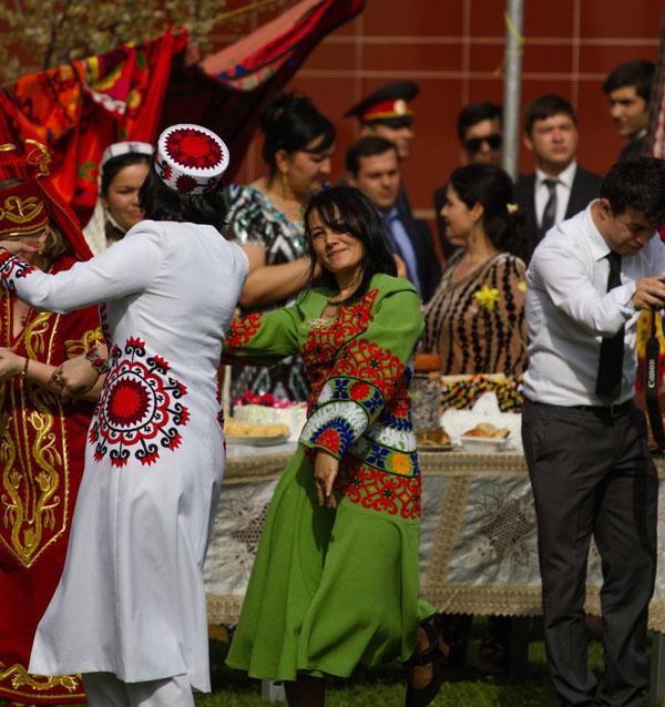 Танцующие фотографии Таджичек и таджиков
