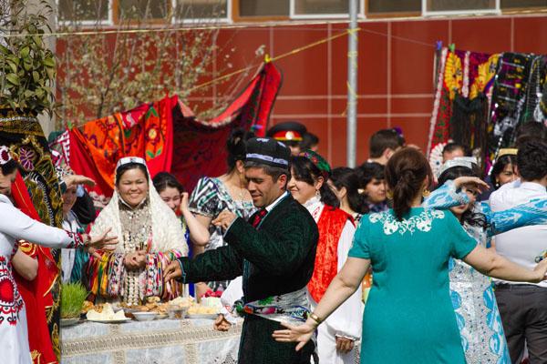 Чапан таджикский на фото -