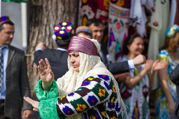 Чакан - женские платья у таджичек