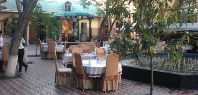 Двор ресторана Яккачинар