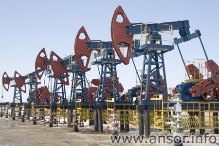 depositphotos_5013745-stock-photo-oil-pumps