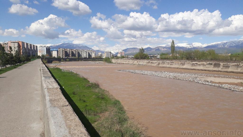 Фото реки Душанбинка апресль 2020г.