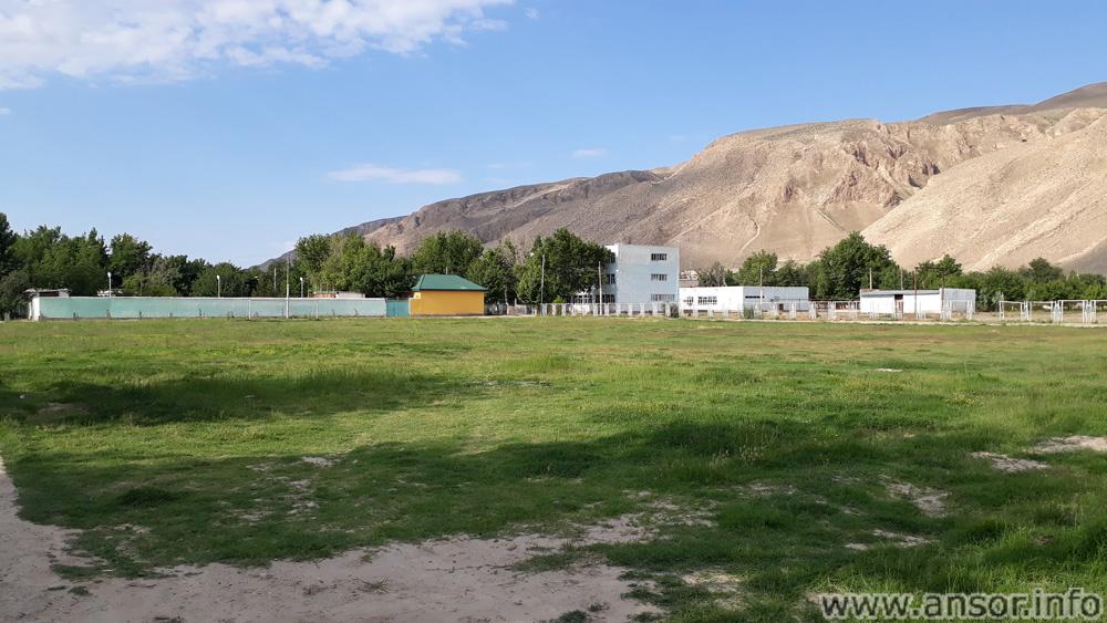 Школа №1 в центре городка Бешкент (район н. Хусрав)