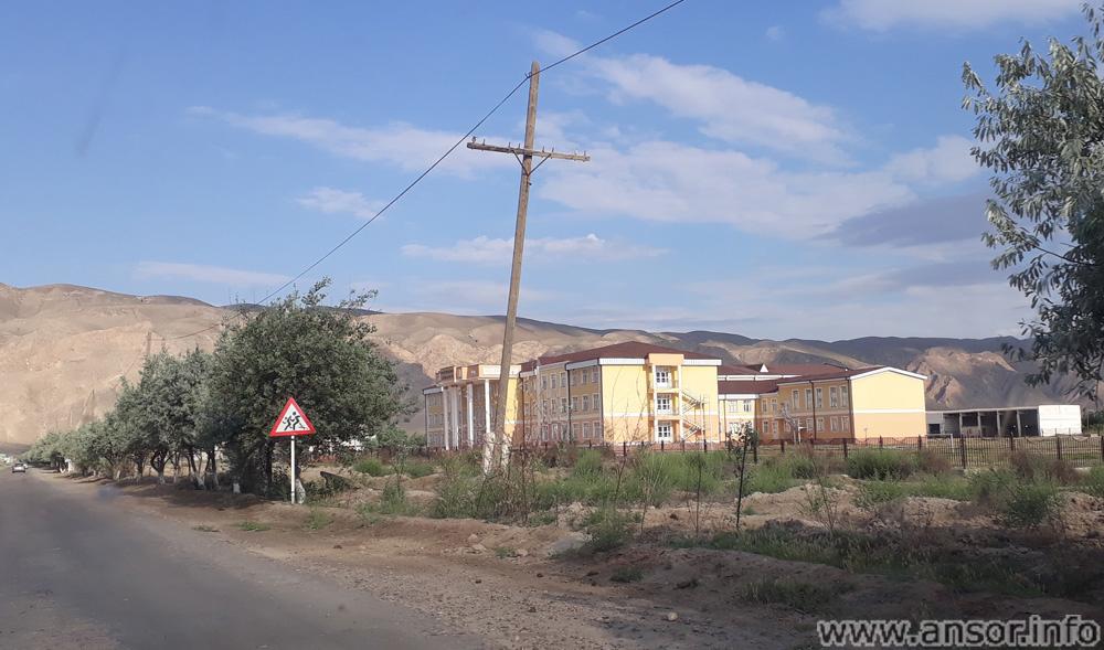 Новая школа (26) на территории района носири Хусрав